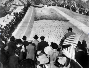 Crowds celebrate the arrival of water from the new Los Angeles Aqueduct to San Fernando Valley for the first time in 1916. (Photo courtesy of Water and Power Associates)