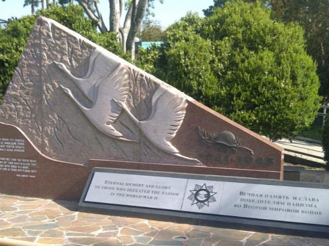The World War II Russian veterans memorial that Efim Kutz worked to have erected in Plummer Park.